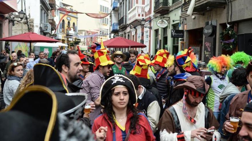 Los empresarios buscan firmas contra el traslado del Carnaval de Vegueta
