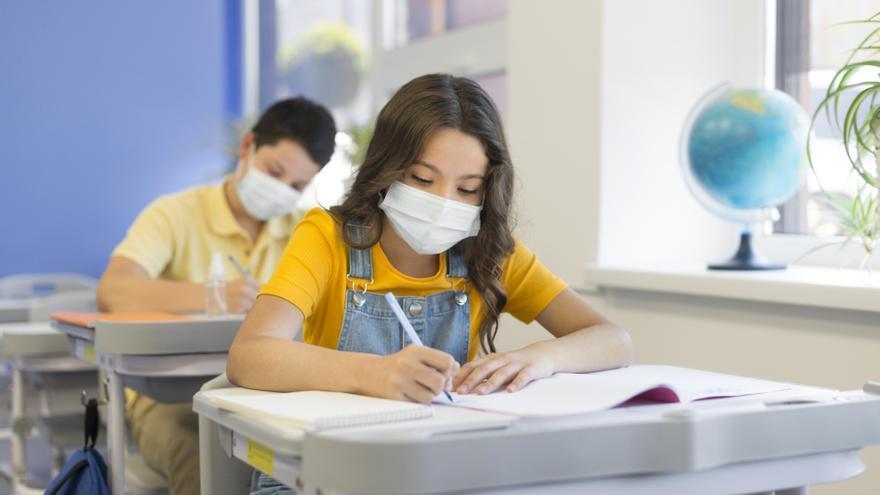 La escolarización implica un mayor contacto con los compañeros y por ello, más posibilidad de contagio