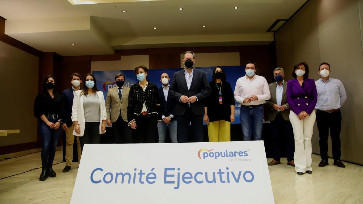 Nuevo comité ejecutivo del PP de Córdoba, presidido por Adolfo Molina.