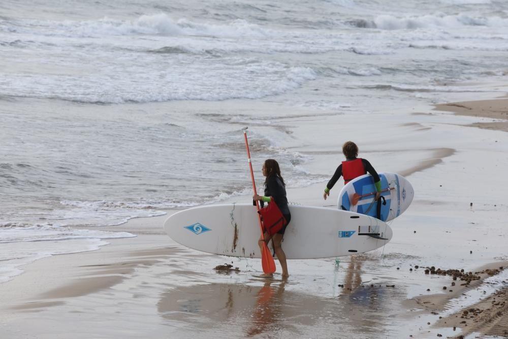 Primer día de reapertura de playas en Elche