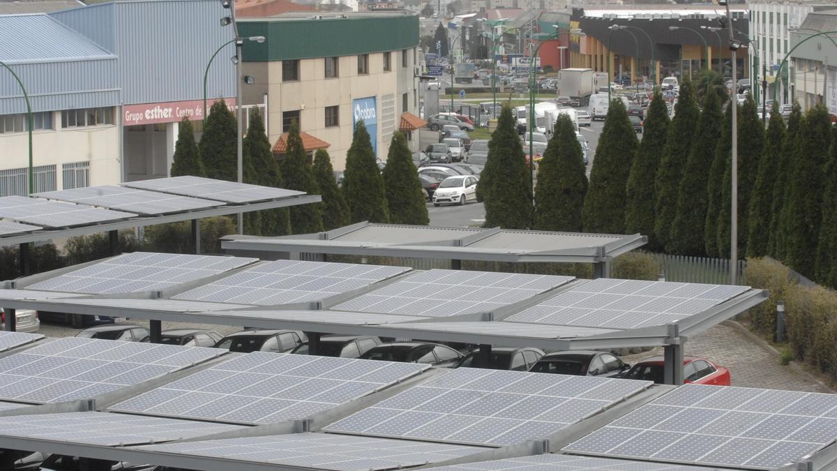 Placas solares en el polígono de Pocomaco, en A Coruña.