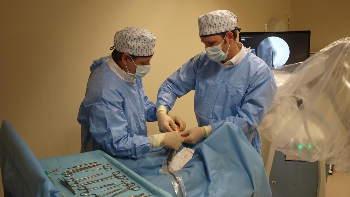 Los doctores San Román son pioneros en técnicas novedosas.