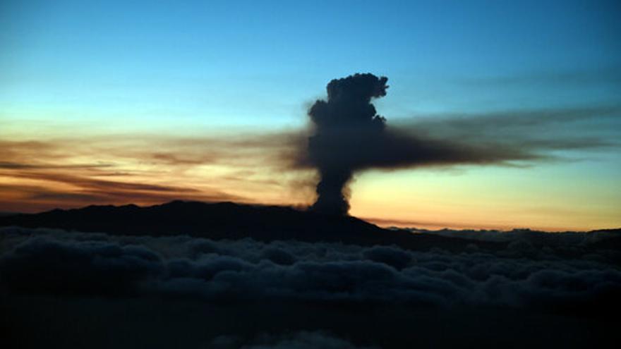 L'erupció del volcà de la Palma obliga a evacuar entre 5.000 i 10.000 persones