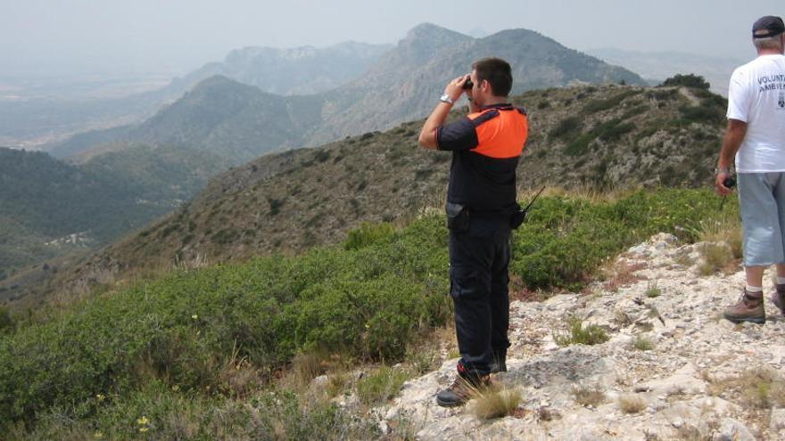 Crevillent levanta un muro de contención en la sierra para evitar desprendimientos