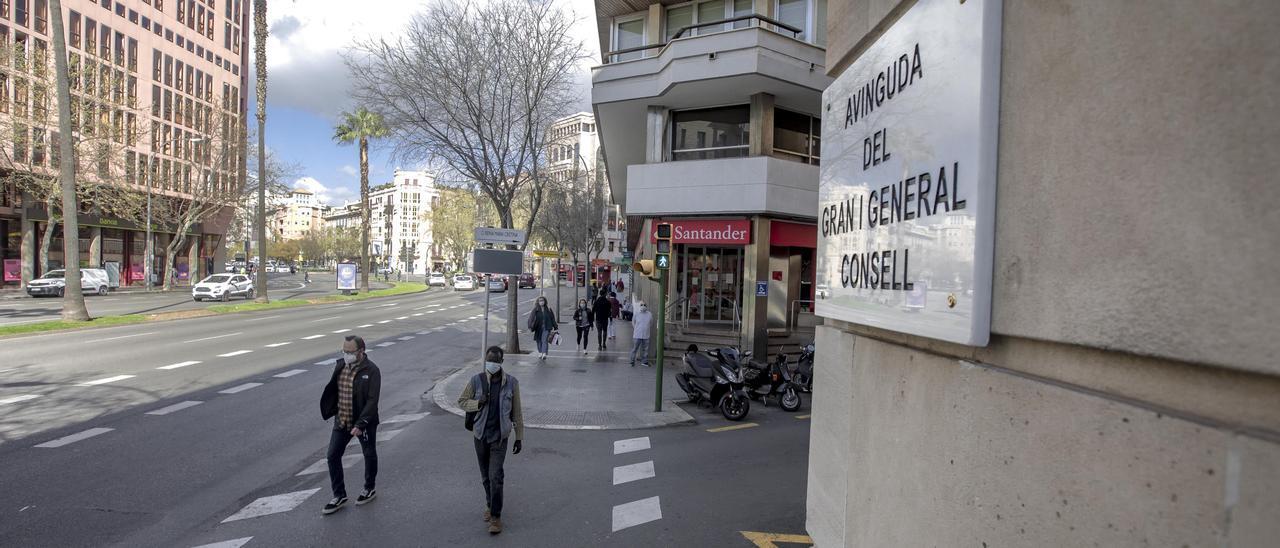 Cort cambia el nombre de la avenida Joan March y de otras 11 calles con origen franquista