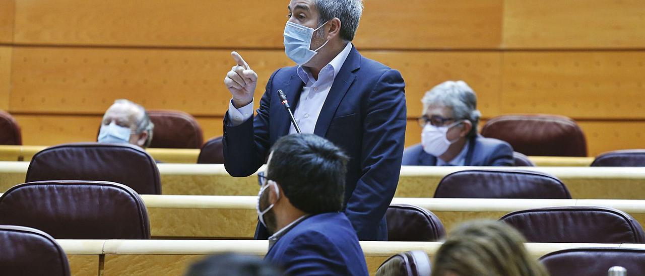 Fernando Clavijo ayer en su duro enfrentamiento con la vicepresidenta Carmen Calvo en el pleno del Senado.