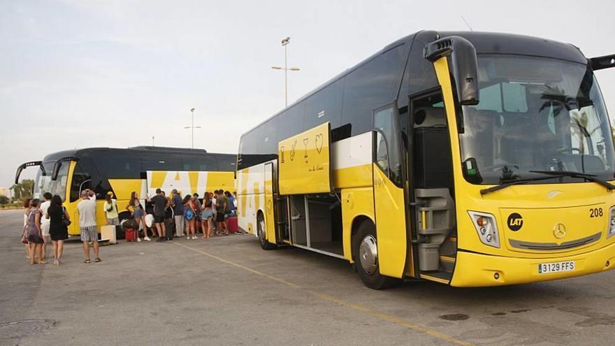 """Los jóvenes del Arenal viajaron en """"un vehículo provisto de aire"""""""