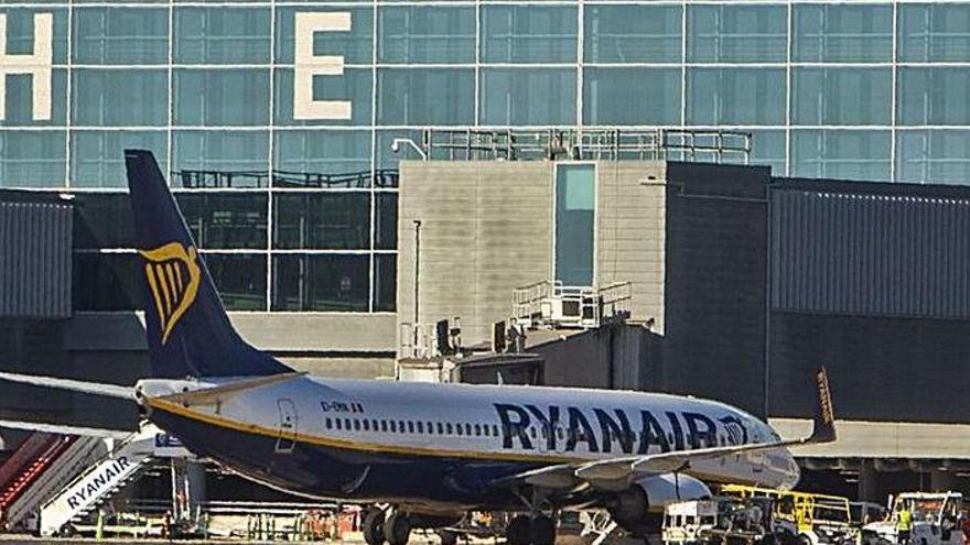 Un pasajero procedente de Londres da positivo en Alicante y lo envían en taxi a Almería