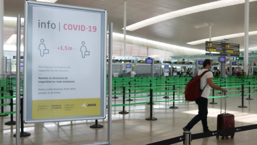 La UE aposta per tancar fronteres als viatgers dels EUA no vacunats