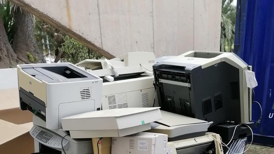 La Dirección de Sostenibilidad de la ULPGC retira más de 3.500 kilos de residuos eléctricos y electrónicos