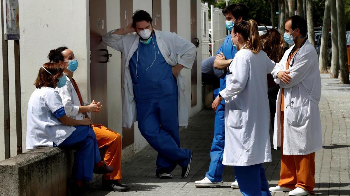 Personal de l'Hospital de Bellvitge en una pausa