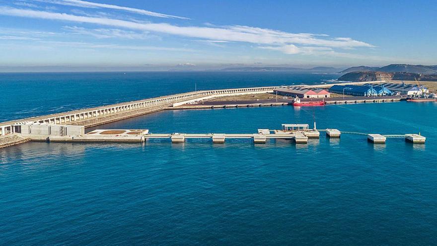 Empresas gallegas y foráneas impulsan un polo de renovables en la dársena exterior