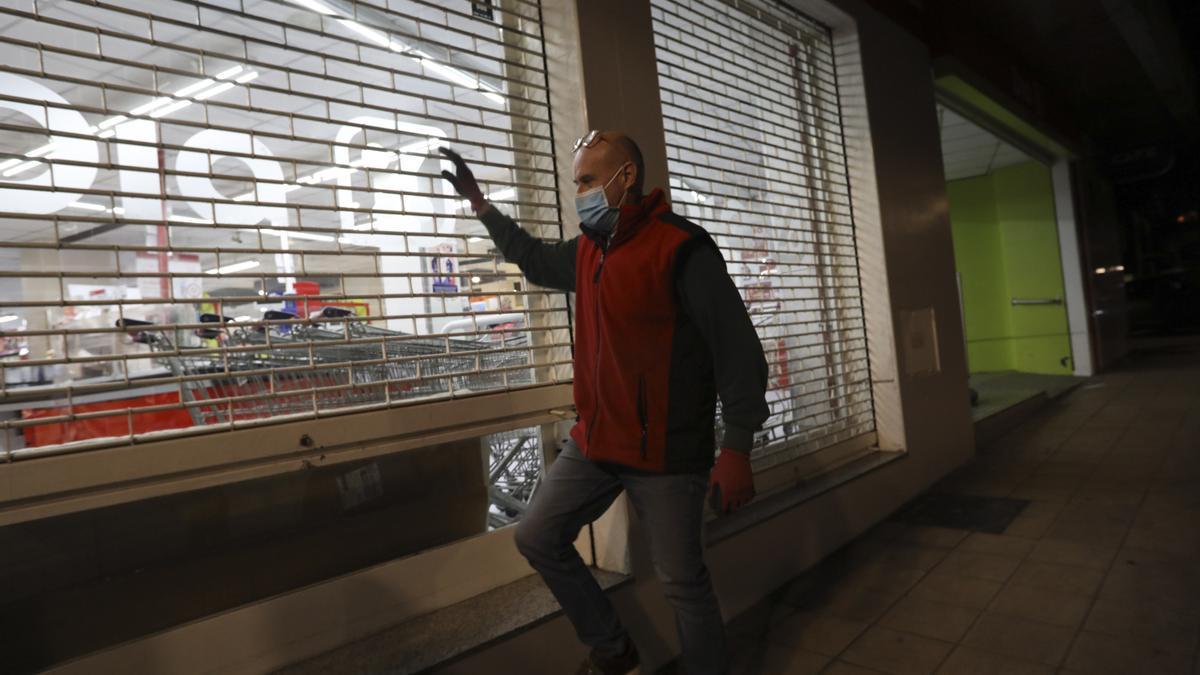 Terrazas vacías y comercios cerrados a las 20.00: así queda Asturias en la primera jornada de adelanto del toque de queda