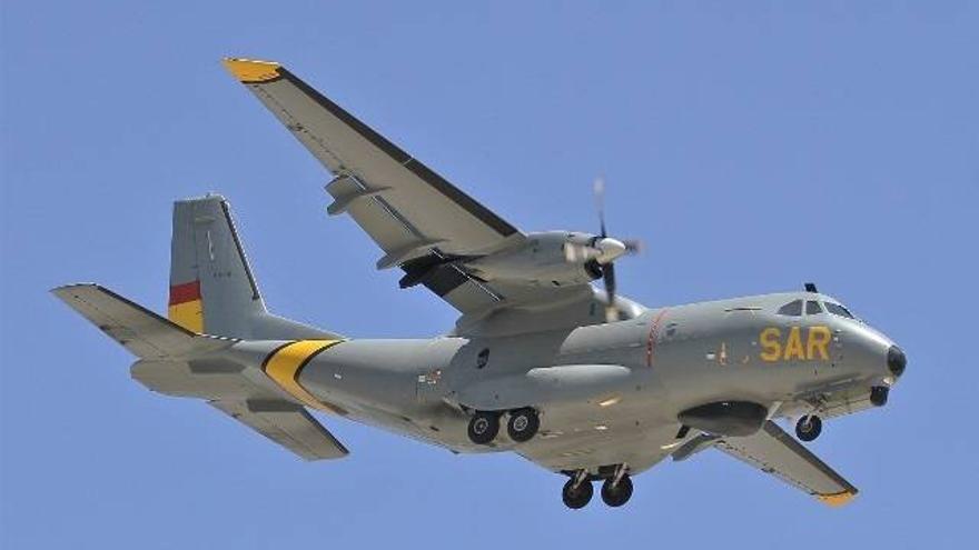 El avión del Ejército del Aire concluye la búsqueda del cayuco sin éxito