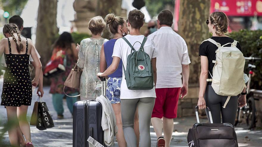 Los hoteles resisten con repunte de reservas e incertidumbre para octubre