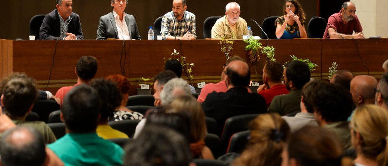 Álvaro Monzón, Pedro Toledo, Anouar, Ahmed, Juan Capote, Kahina Santana y Aurelio Martin aye en el salón de actos de la Escuela del Profesorado