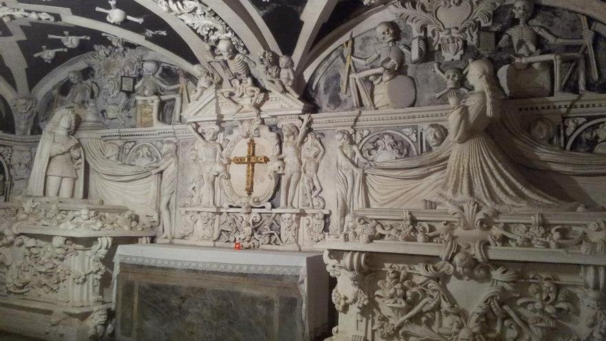 El Parlamento andaluz insta al Obispado a adoptar medidas para proteger la Cripta de los Condes de Buenavista