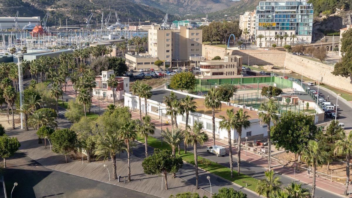 Instalaciones deportivas y de ocio en el paseo del Muelle