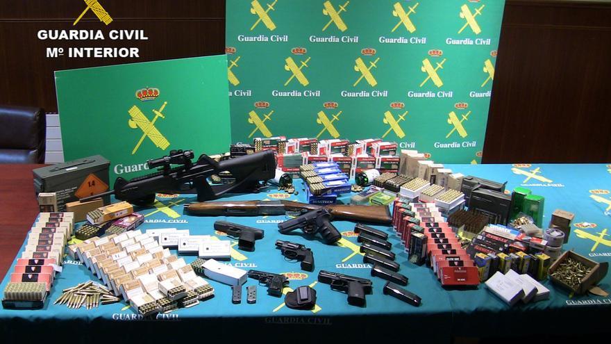 Cae una red que vendía armas a delincuentes tras manipularlas en un taller de Monforte del Cid