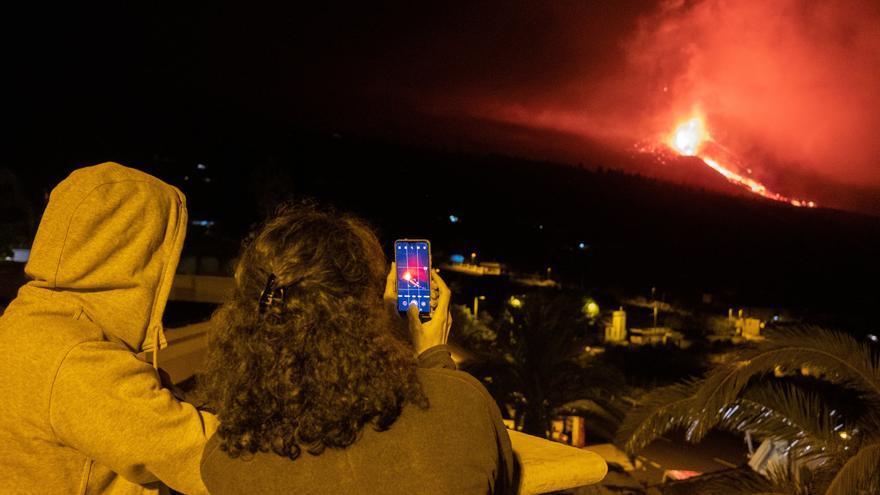 El volcán de Cumbre Vieja no da señales de agotamiento en esta tercera semana de erupción