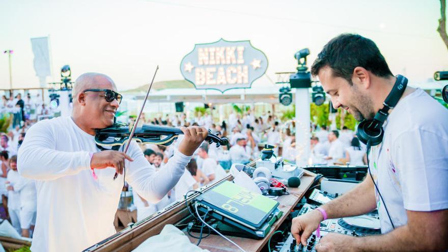 """So schräg war die """"White Party"""" im Nikki Beach"""