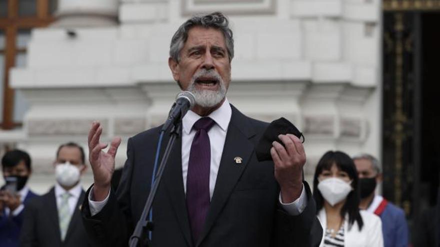 Perú nombra a su tercer presidente en una semana