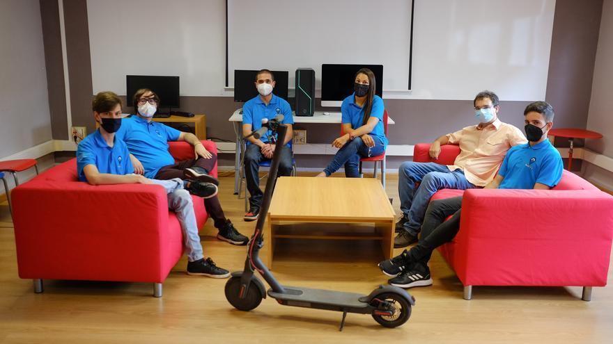 Ocho estudiantes canarios de FP idean un aparcamiento para patinetes eléctricos