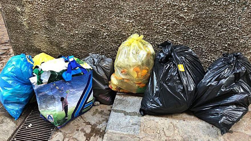 Berga comença a identificar els  responsables dels abocaments al carrer