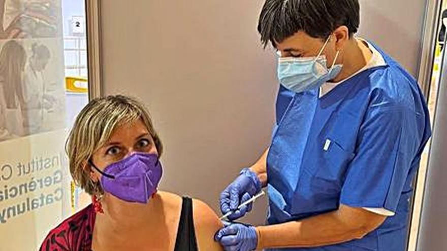 Vergés es vacuna a Igualada i fa una crida a tothom a fer el mateix