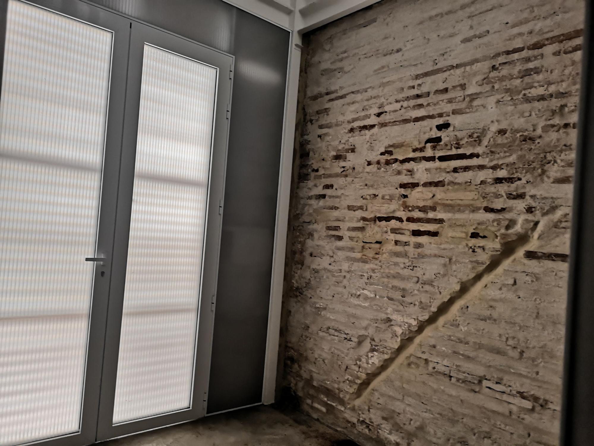La curiosa vivienda antigua y moderna de la calle Barraca