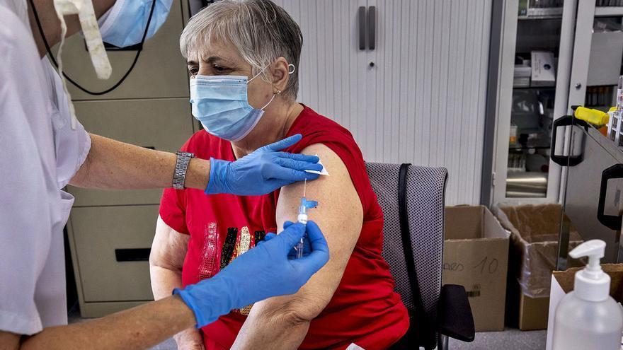 Avalancha de extranjeros que piden la tarjeta sanitaria para vacunarse