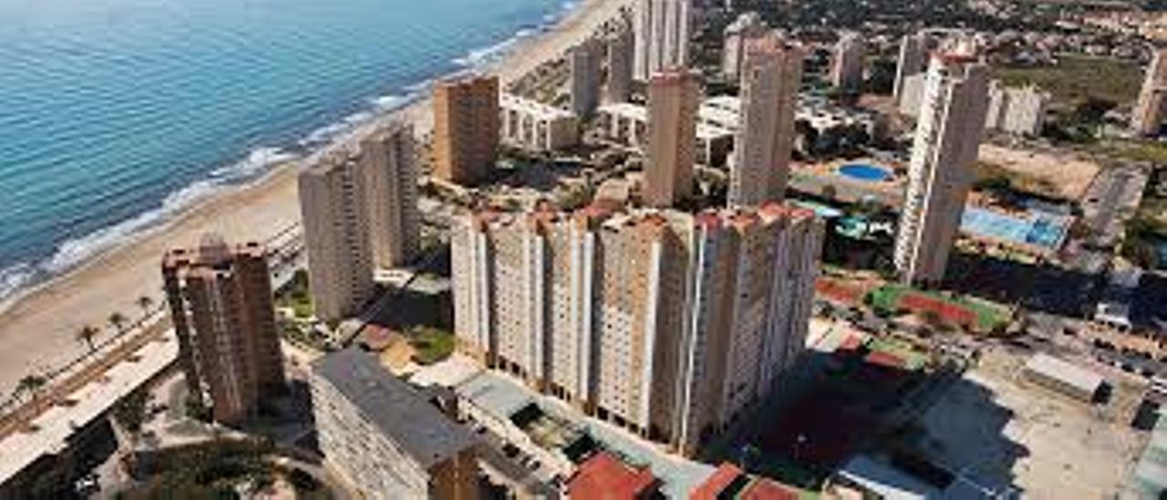 Imagen aérea de bloques de viviendas en El Campello.