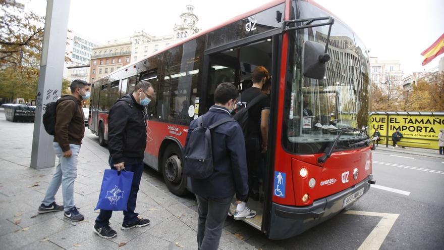 Los trabajadores del bus urbano convocan paros durante los días del Pilar