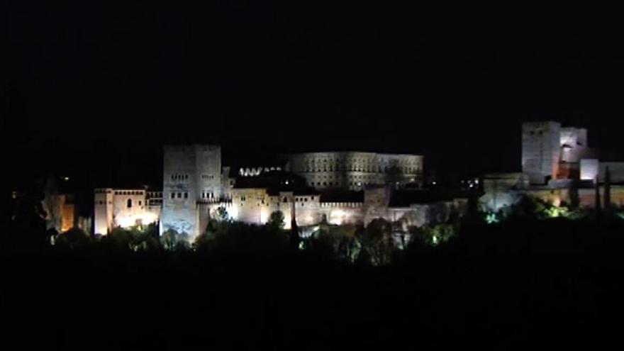España se une a la Hora del Planeta y apaga sus luces por la naturaleza