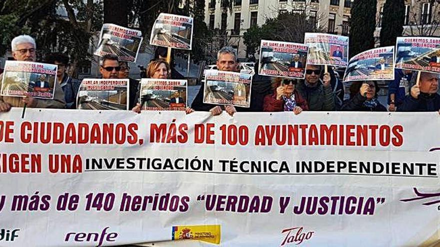 Víctimas del Alvia instan al Gobierno a hacer una nueva investigación del accidente
