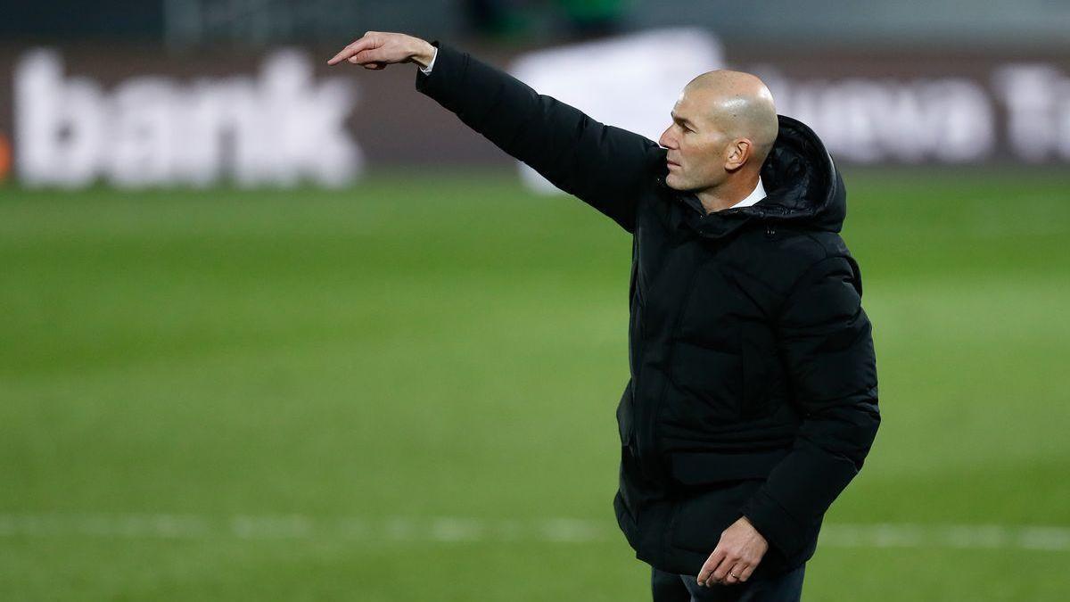 Zidane, el entrenador del Real Madrid, positivo por covid-19