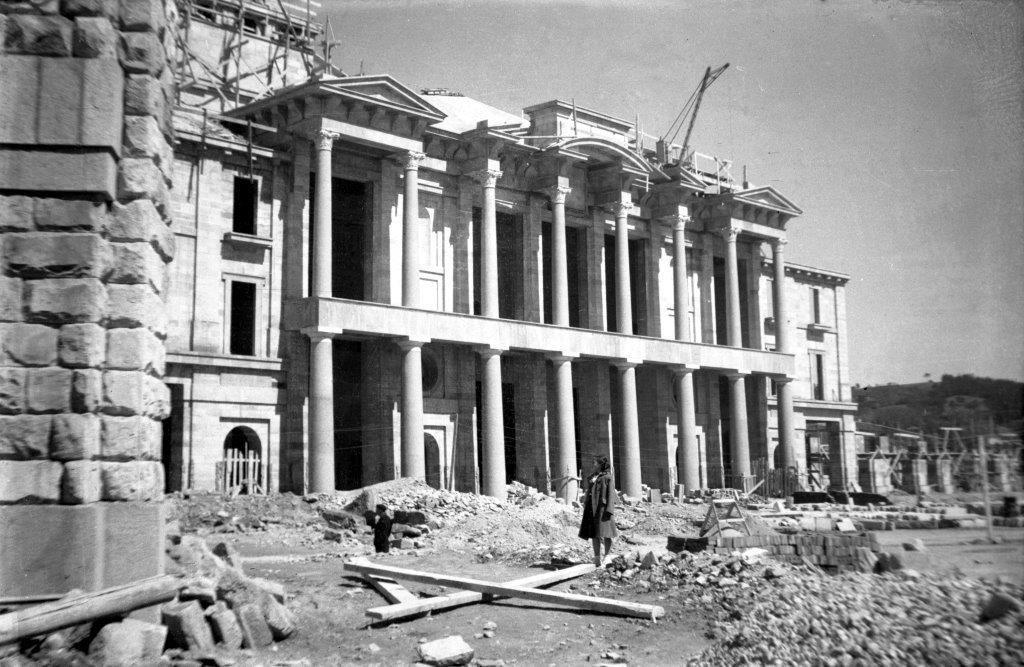 Construccion del teatro de la Universidad Laboral, 1952..jpg