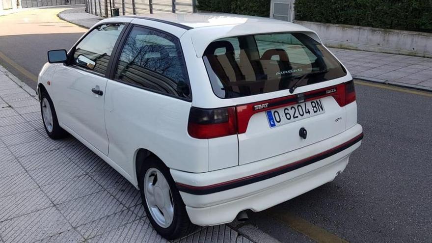 Denuncia el robo de un coche aparcado junto a las piscinas del parque del Oeste de Oviedo