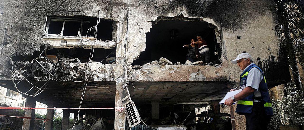 Daños de los bombardeos en la ciudad de Petaj Tikva, en Israel.