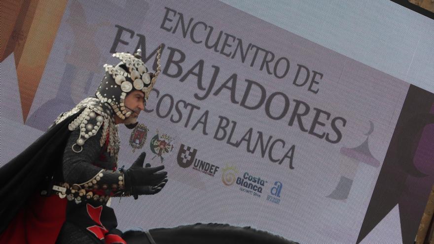 Alicante acoge un encuentro de embajadores de fiestas de Moros y Cristianos de la provincia