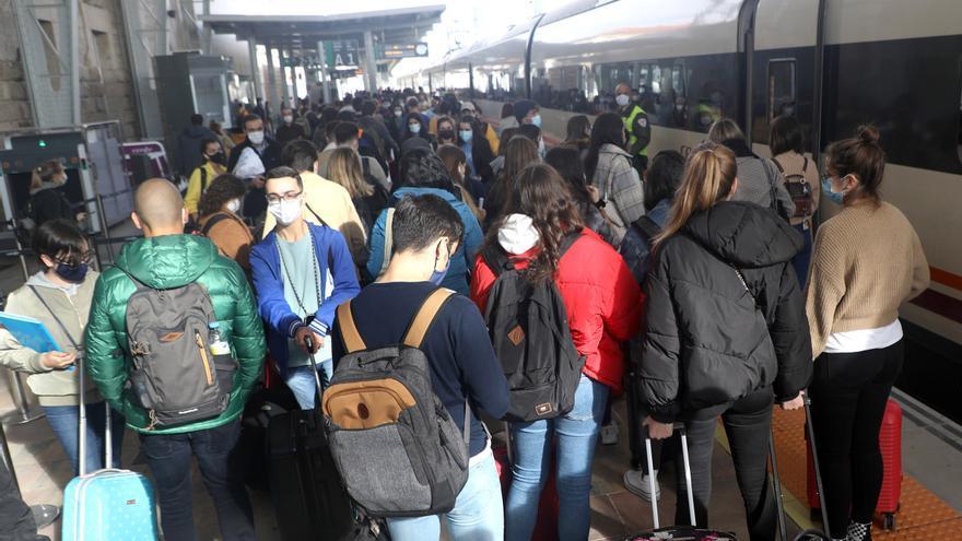 Regreso masivo de los universitarios de Santiago pese al aviso de Sanidade