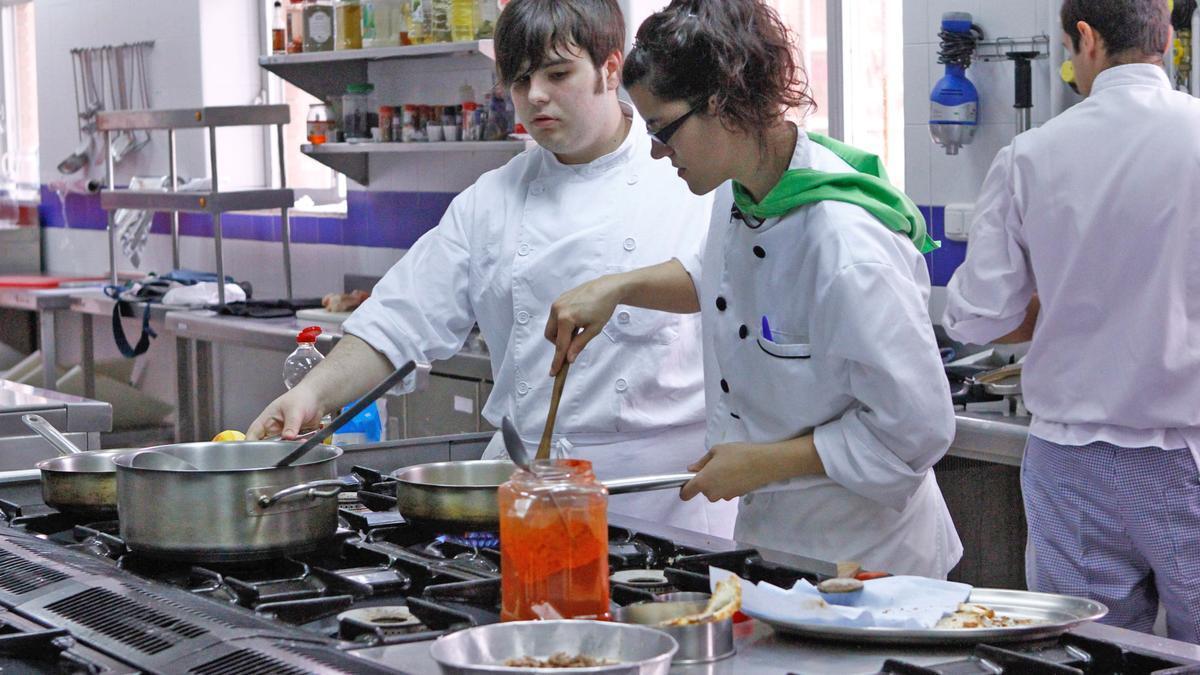 Alumnos de Cocina del Centro Integrado de FP, en unas prácticas anteriores a la pandemia