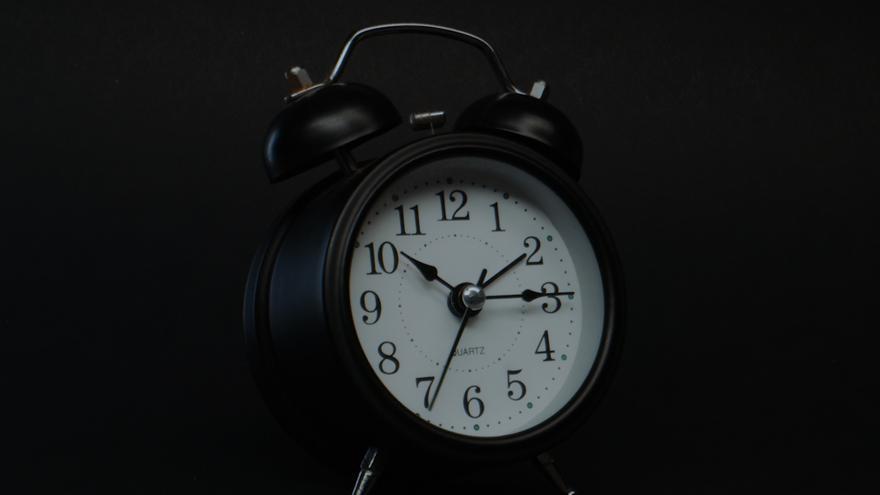Cambio de hora: ¿hay que atrasar o adelantar el reloj?
