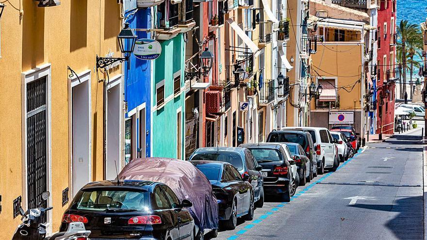 Las zonas azul y naranja de La Vila arrancan a medio gas y con dudas   entre los usuarios