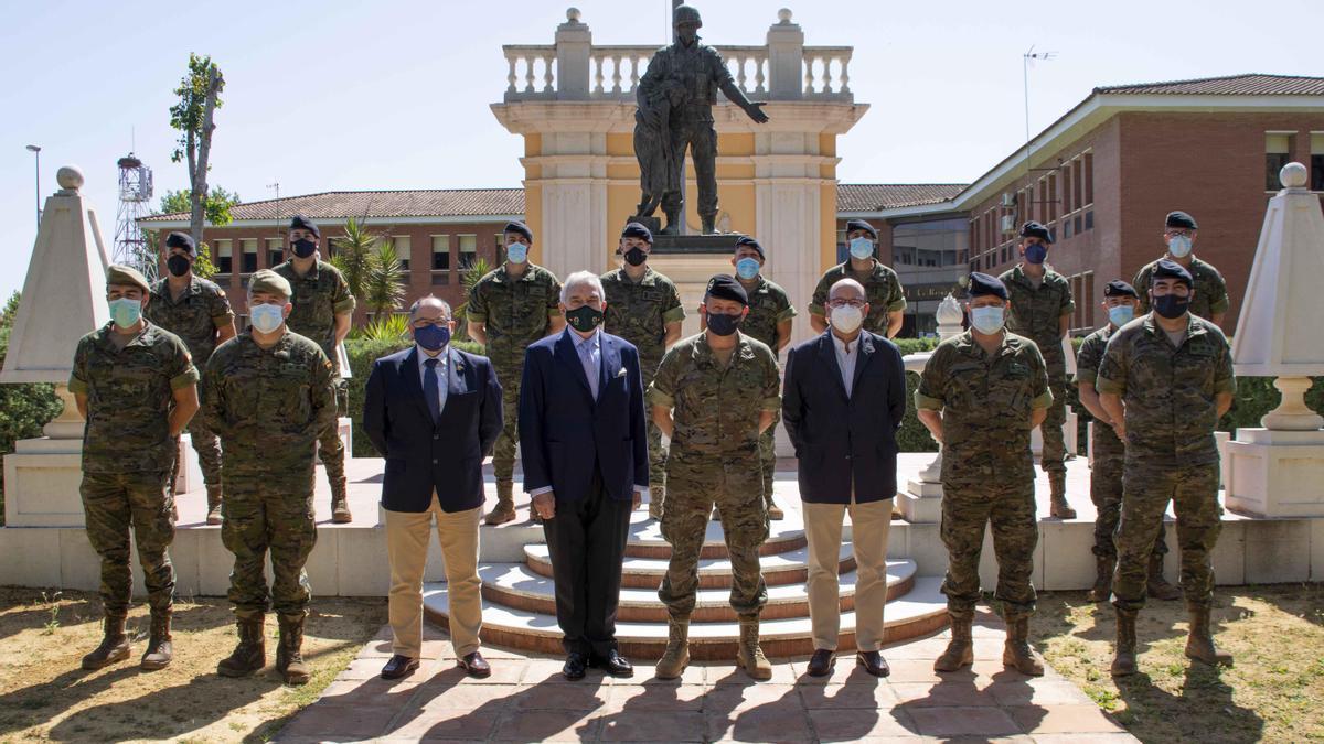 La clausura de los cursos ha estado presidida por el general jefe de la Brigada Guzmán el Bueno X, acompañado por presidente de Asaja Córdoba y un representante de la UCO.