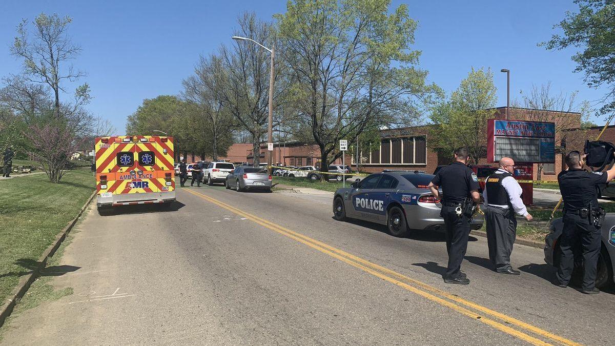 La policía mata a una persona armada en un instituto en Tennessee