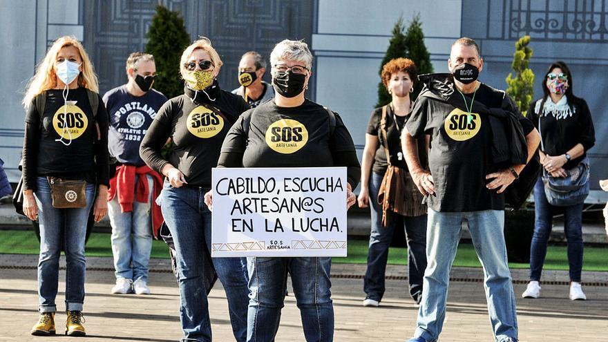 Un centenar de artesanos firma un manifiesto contra el abandono del sector
