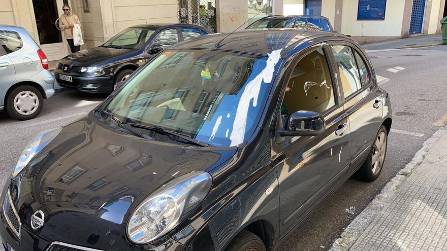 Acto vandálico: una docena de coches amanecen llenos de pintura en Vigo