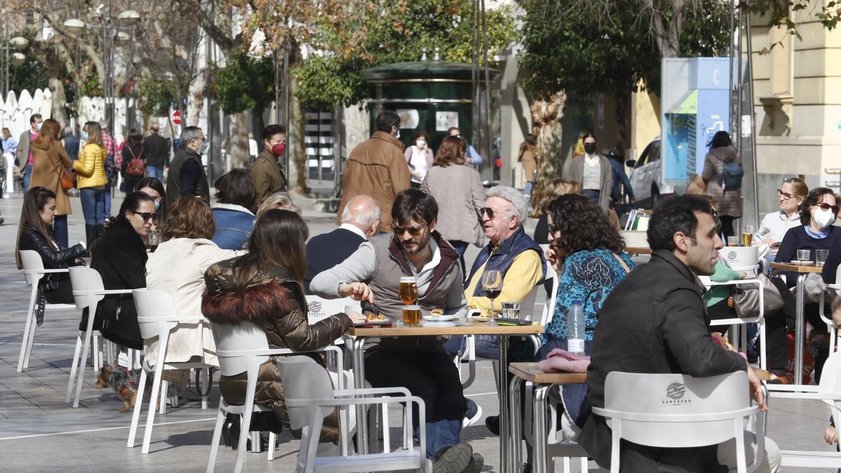 Terraza de un negocio de hostelería en Córdoba capital.