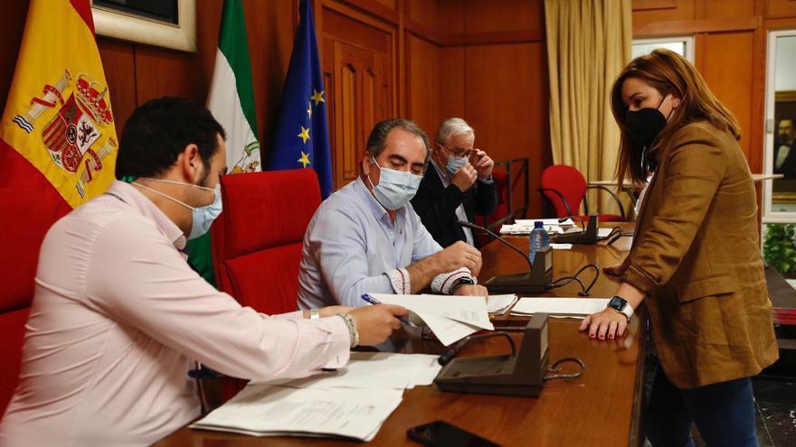 La oposición al pleno censura que el gobierno local desista de aplicar el Bono 10 del comercio este año